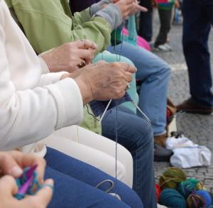 Strickaktivistinnen 6 Aachen strickt schön im Juni 2011